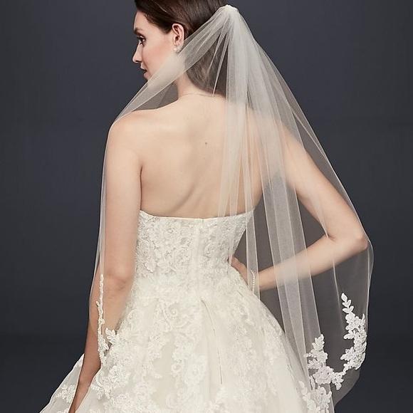 b8a430f8ff7 Trailing Floral Lace Appliqué Fingertip Veil. NWT. David s Bridal